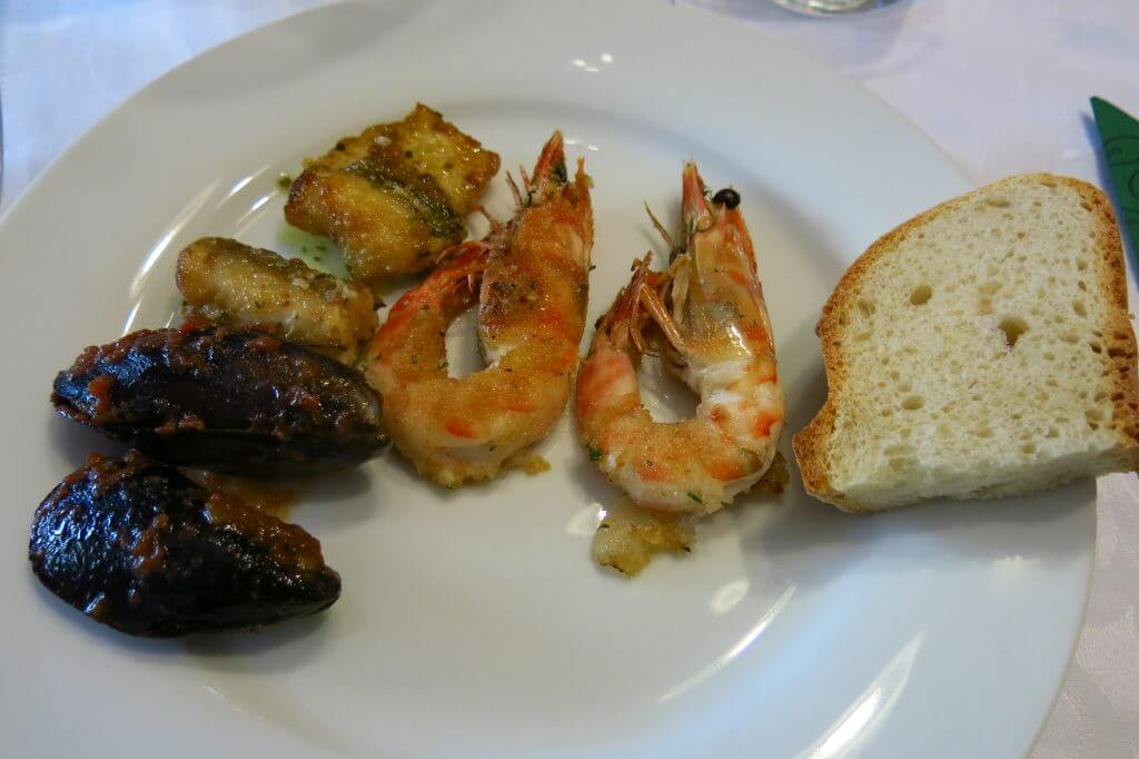 Sapori e Saperi - Eels, stuffed mussels, broiled prawns, and white bread